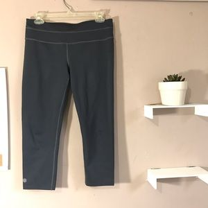 Athleta Sonar Capri Leggings Gray Cropped